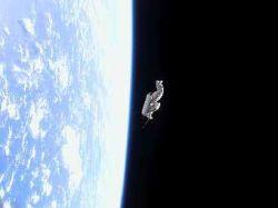 В качестве спутника с МКС запустят старый скафандр