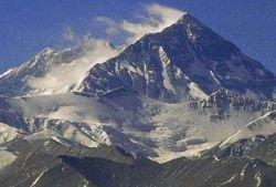 На Эвересте появится мобильная связь