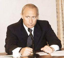 Когда-то Владимир Путин носил галстуки с розочками, теперь он предпочитает классические расцветки
