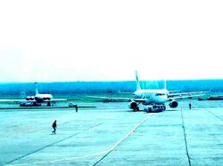 """В \""""Домодедово\"""" Ту-134 столкнулся с тягачом. Рейс задержали на пять часов"""