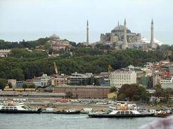 При взрыве в Стамбуле ранены четыре человека