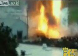 В Америке взорвался танкер с пропаном: очевидец происшедшего снял видео на мобильный (видео)