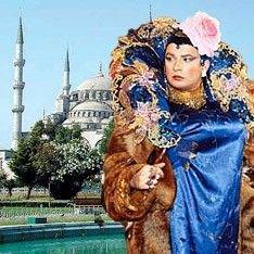 На показе мод во Франции Сердючка была популярнее Кейт Мосс