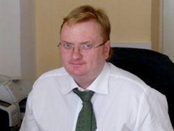 """Столичный гей-активист хочет """"замучить"""" Милонова исками в суд"""