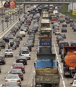 Власти Москвы ограничат движение грузовиков по МКАДу