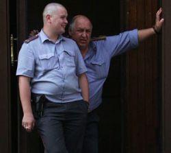 Милиционеры во время допроса выкинули подозреваемого в окно 4 этажа