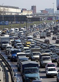 Московские власти обещают вытащить пробки из города при помощи вылетных магистралей