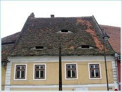 Румынские дома с глазами (фото)