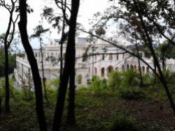 РПЦ увеличила высоту забора резиденции патриарха