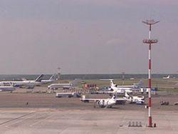 10.09,12:04:00.  Аэропорт Челябинска начал принимать и отправлять задержанные по погодным условиям рейсы.