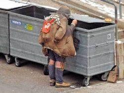 За чертой бедности в РФ живет 13 % населения
