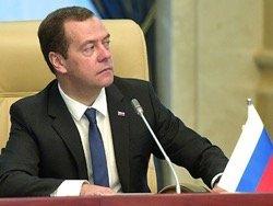 Медведев пообещал помочь российским пенсионерам