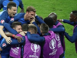 Франция вырвала у Румынии победу в стартовом матче домашнего Евро