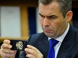 Песков: Астахова пока никто не увольнял