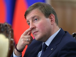Турчак предложил Путину резко поднять пошлины на импортную электронику