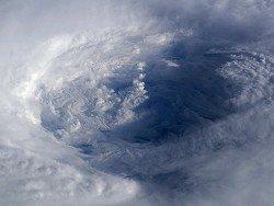 В Японии из-за тайфуна отменили 380 авиарейсов