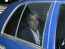 Несостоявшийся убийца Рейгана вышел из психбольницы