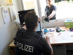 В Германии 12-летний мальчик уехал к бабушке на микроавтобусе родителей