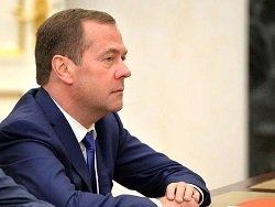 """Медведев не стал говорить учителям, что """"денег нет"""""""