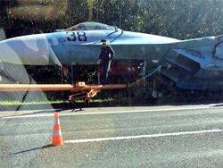 Истребитель Су-27 попал в ДТП на белорусской трассе