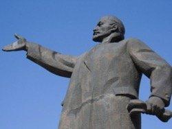 Последний памятник Ленину демонтировали ночью на Украине