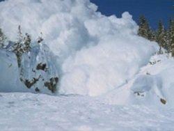 Лавина в Мурманской области погребла под снег туристов