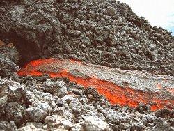 В Гватемале извергается вулкан, покрывая страну пеплом