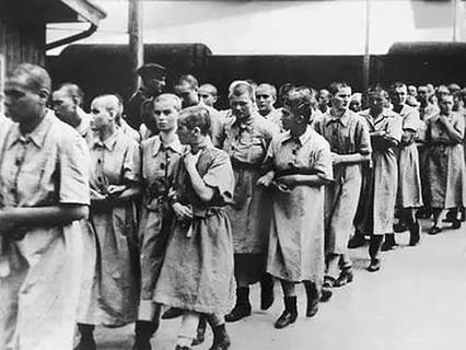 Секс мужчины в женском лагере заключенных