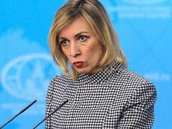Захарова: Штаты идут на поводу у тех, кто хочет разрушить их отношения с РФ