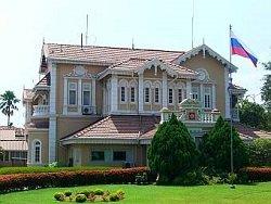 В посольстве прокомментировали задержание девяти россиян на Шри-Ланке