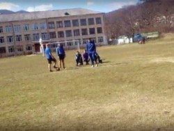 Директор школы в Крыму приняла футбольный матч за митинг и разогнала участников