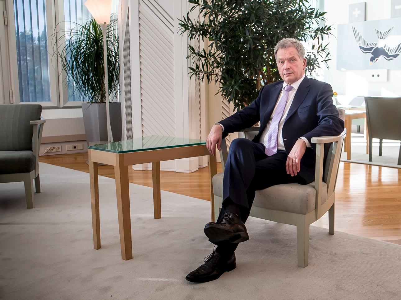 Президент Финляндии просит снизить ему зарплату
