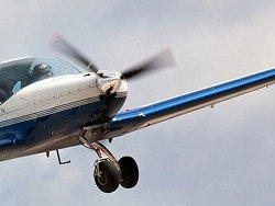 В США самолет развалился на куски во время полета