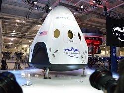Что из себя представляет корабль SpaceX, на котором туристы полетят к Луне
