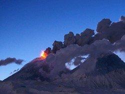 Вулкан Ключевской выбросил 5-километровый столб пепла