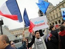 Из двух зол французы выбрали центриста