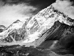 Три альпиниста погибли на Эвересте