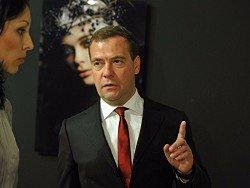 Самолеты несколько часов кружили над Шереметьево из-за вертолета Дмитрия Медведева