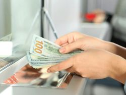 Как обменять валюту в отпуске: 5 основных правил