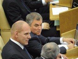 """В Госдуме депутаты снова """"нажимают кнопки"""" за отсутствующих коллег, несмотря на запрет"""