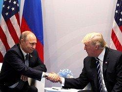 Эксперт о языке тела: Путин нервничал, Трамп доминировал