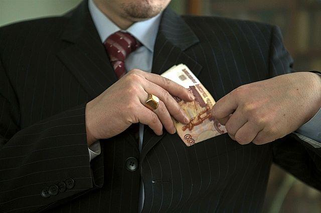Депутаты удвоили себе зарплаты. За что – если вокруг все только падает?