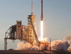 SpaceX успешно посадила Falcon 9 на морскую платформу