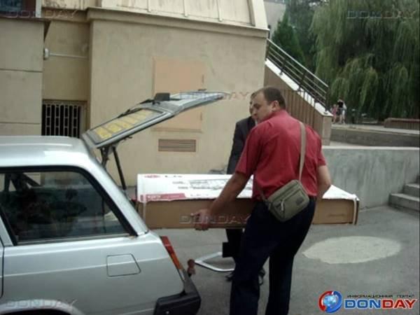 У ростовских погорельцев забрали телевизор после отъезда губернатора из оперативного штаба