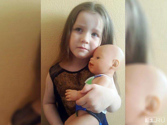 """Пассажирку, летевшую с дочерью в Сочи, попросили купить """"авиабилет"""" для куклы"""