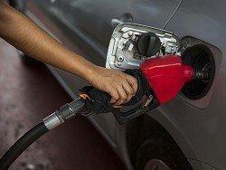 СМИ узнали о принятом в правительстве решении повысить акцизы на бензин