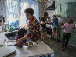 Большинством бедняков оказались россияне с детьми
