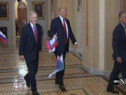 Трампа закидали флагами России