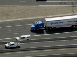 Самоуправляемые грузовики с рефрижераторами курсируют между Техасом и Калифорнией