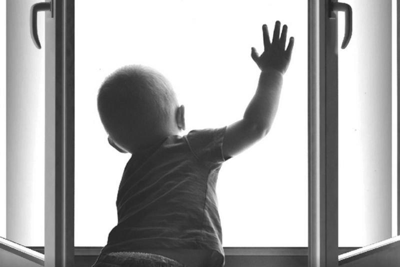 Ребенок опять выпал из окна в Череповце